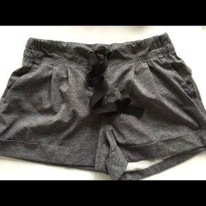 🍋 Lululemon Heather Grey Drawstring Cuffed Shorts